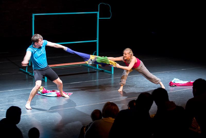 Do góry nogami przedstawienie dla dzieci Pozań Teatr Atofri