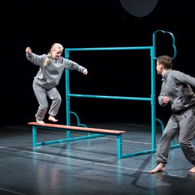 Do góry nogami spektakl dla dzieci 1 - 6 lat Teatr Atofrii