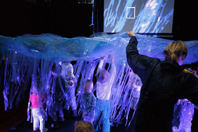 Nauka pływania dla dzieci Teatr Atofri