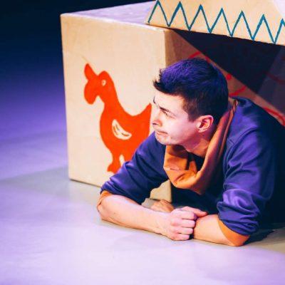 Stół - ciuchcia - miś Teatr Atofri