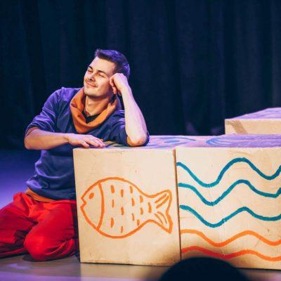 Stół - ciuchcia - miś Teatr Atofri Grzegorz Babicz, Paweł Wódczyński, Michał Strybe - Shanghai, Chengdu, Chiny